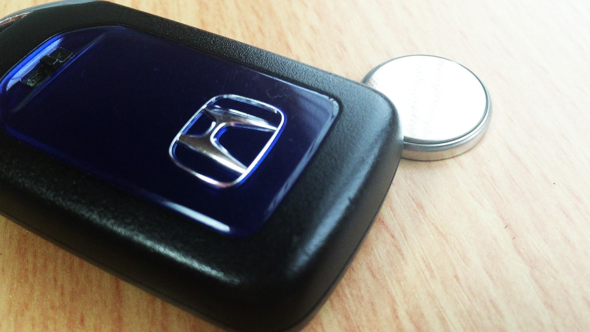 ホンダ(Honda)・フィットのスマートキーを電池交換してみた【CR2032】