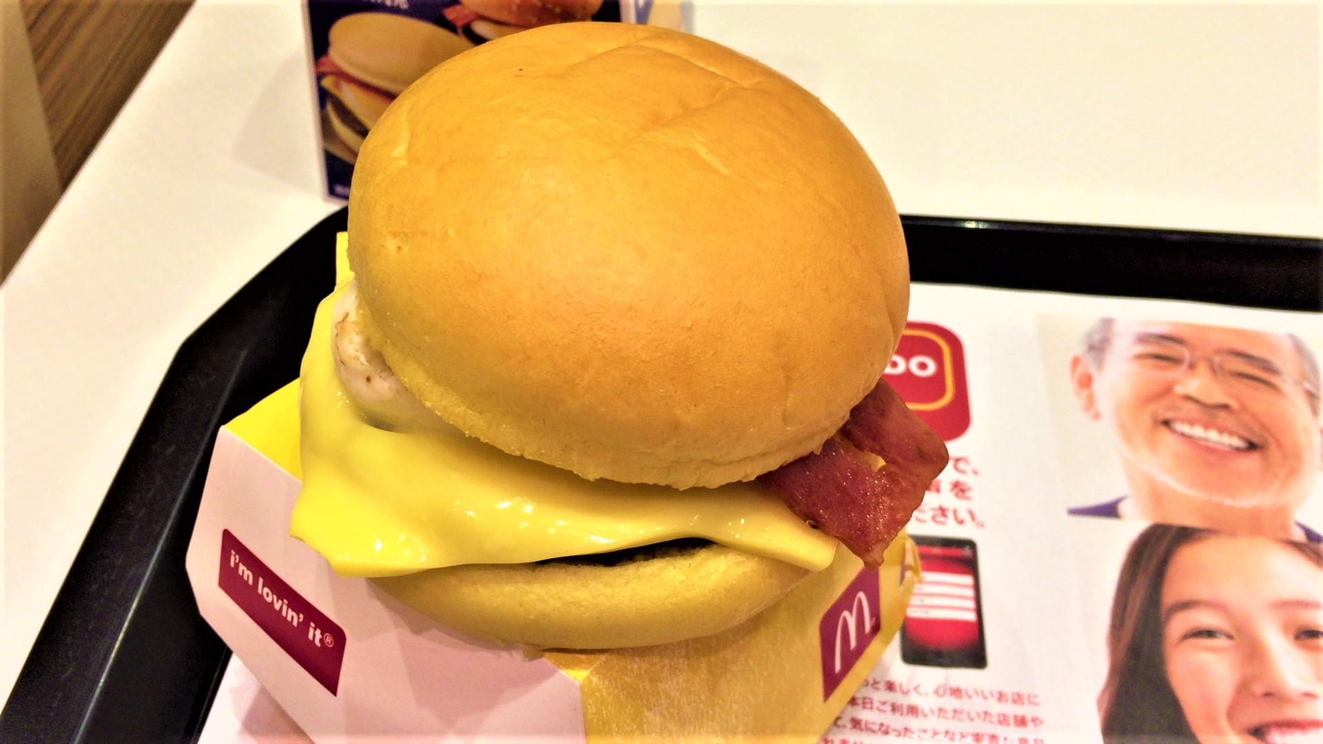 金の月見バーガー(マクドナルド)を食べてみた【感想・口コミは?】